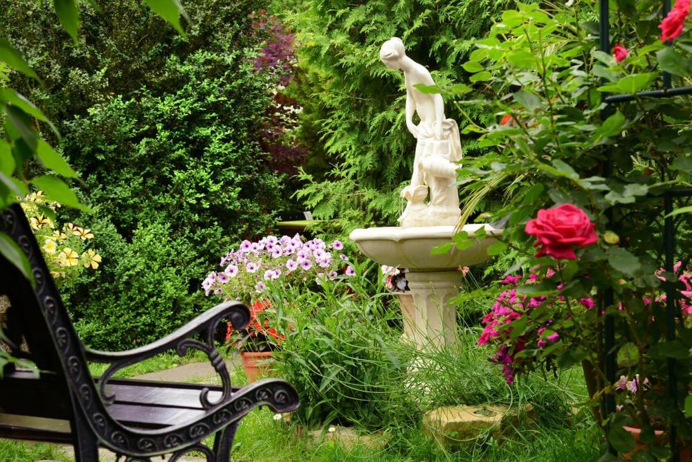 Gartenbrunnen_Standbrunnen_Gartendeko_Wasser-Garten.jpg